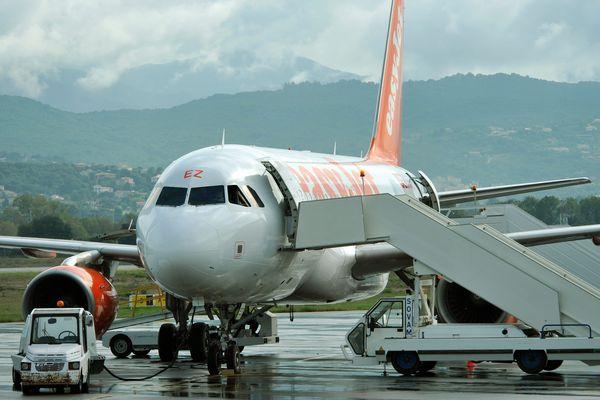 ARCHIVES - Un A320 d'Easyjet sur le tarmac de l'aéroport d'Ajaccio Napoléon Bonaparte