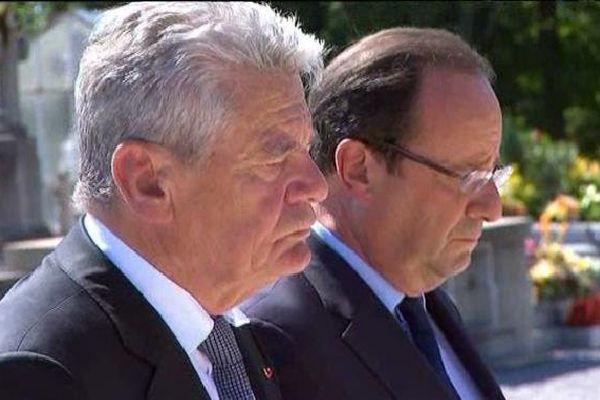 Le Président français François Hollande et Joachim Gauck, le Président allemand, le 4 septembre 2013 à Oradour-sur-Glane