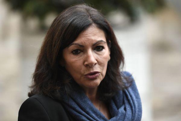 La maire de Paris Anne Hidalgo s'était rendue sur une étape du Tour de France en Savoie à bord d'un hélicoptère.