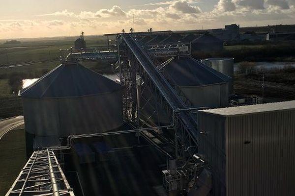 La centrale biomasse de Chartres fonctionne grâce, entre autre, à du bois issu de meubles jetés en déchetterie.