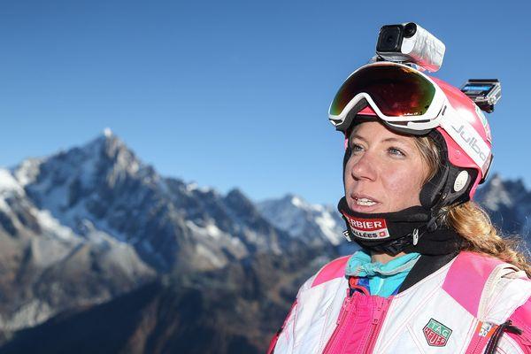 La wingsuiteuse Géraldine Fasnacht sur le sommet du Brévent à Chamonix (Haute-Savoie), le 5 novembre 2015.