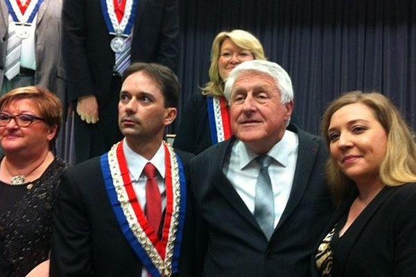 Sylvain Robert (à gauche) lors de la passation de pouvoir avec à Guy Delcourt à la mairie de Lens.