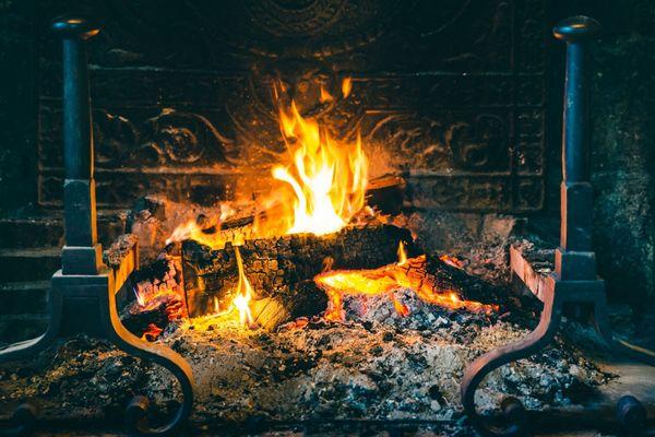 L'utilisation de cheminée à foyer ouvert est interdit dans les zones sensibles comme Paris et l'Ile-de-France