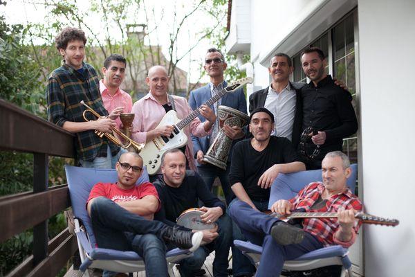 L'orchestre national de Barbès fait partie de la programmation de la 25ème édition du Festival des voix, des lieux, des mondes qui démarre le 8 septembre prochain.