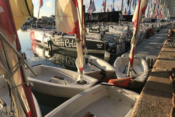 Pour les jeunes qui seraient tentés de rejoindre la flotte des Figaro, un début en Optimist dans le bassin est possible.