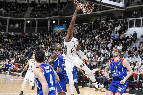 Villeurbanne 12/10/2021 - Asvel-Efes Istanbul. Euroligue. 12 octobre 2021 -L'énorme dunk d' Antetokounmpo (10 points) en fin de partie. Asvel-Efes Instanbul.