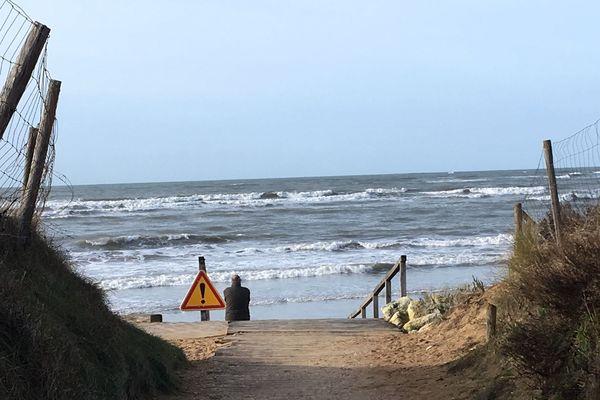 L'accès à la plage de la Rémigeasse par la rampe en bois est interdit pour la période hivernale.