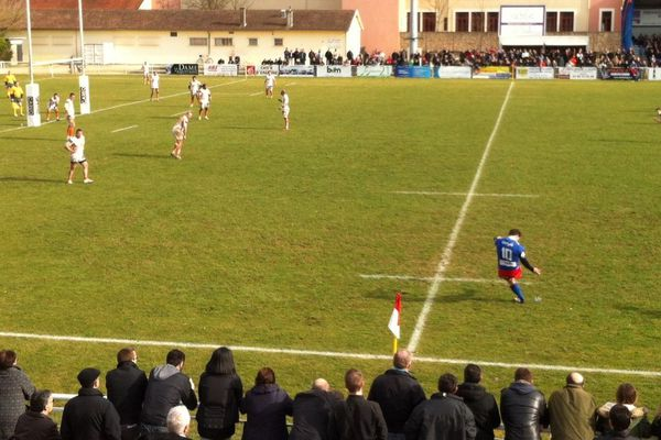 A la mi-temps Chalon sur Saône mène 15 à 11.