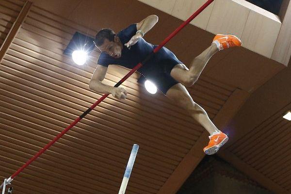 Monaco, le 19 juillet 2013, Renaud Lavillenie remporte le concours de saut à la perche (Ligue de Diamant) en franchissant une barre à 5,96m (MPA).
