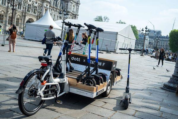Des trottinettes Dott, un des opérateurs proposant ces engins en freefloating à Paris. (Photo d'illustration)