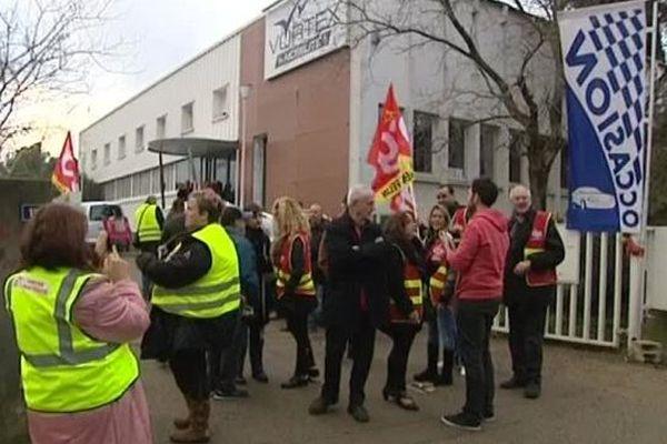Une trentaine de salariés de Vortex manifeste devant le siège de l'entreprise à Saint-Jean-de-Védas, dans l'Hérault - 15 décembre 2016