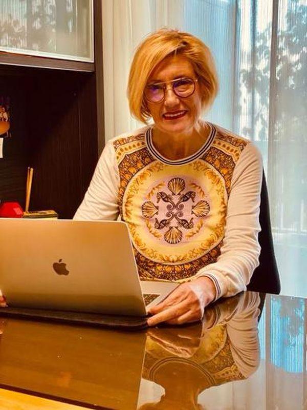 """Francoise Astolfi se présente comme docteur en psychologie et """"défenseur des intelligences atypiques et en lutte contre les exclusions intellectuelles""""."""