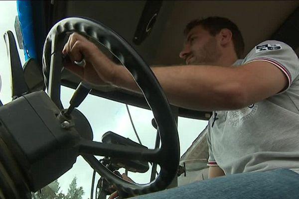 Bruit, charges lourdes et températures extrêmes : le lot quotidien des ouvriers agricoles.