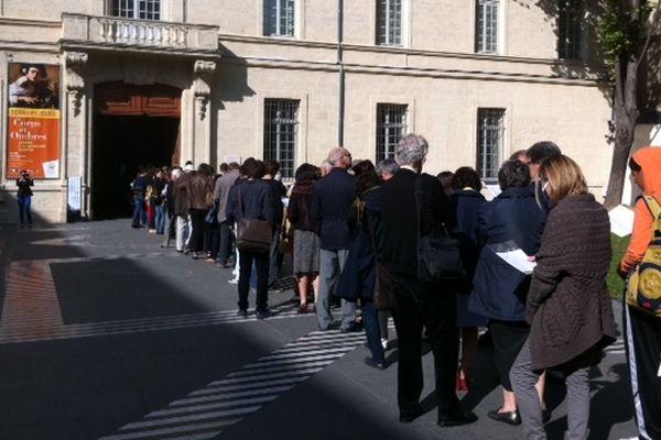Montpellier - file d'attente des visiteurs pour le dernier jour de l'exposition Caravage - 14 octobre 2012.