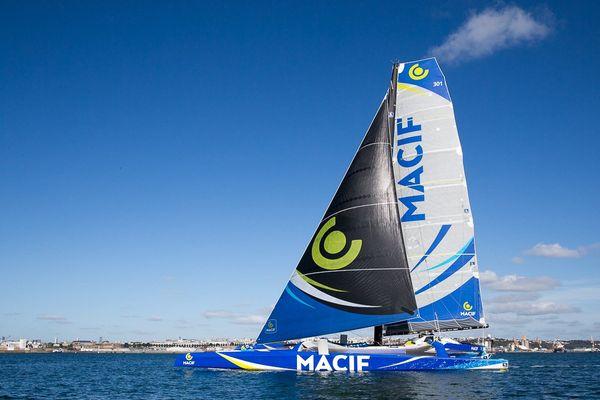 Macif arrivant en rade de Brest