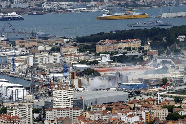 C'était le19e et dernier arrêt technique majeur duPerle. Le feu s'est déclaré à 10H35 ce vendredi à Toulon.
