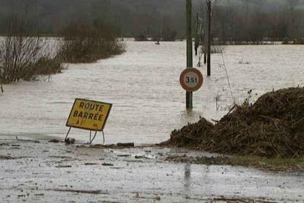 Hastingues était encore envahi par les eaux hier, lundi.
