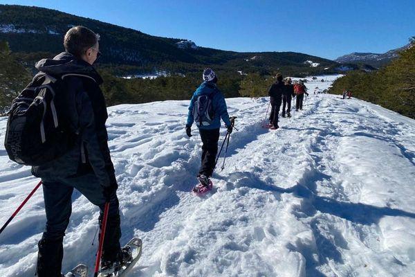 A Gréolières-les-Neiges, l'activité de randonnée à raquette séduit.