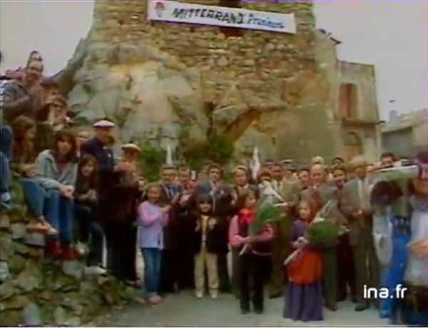 Le comité d'accueil pour François Mitterrand, à Furiani en avril 1981