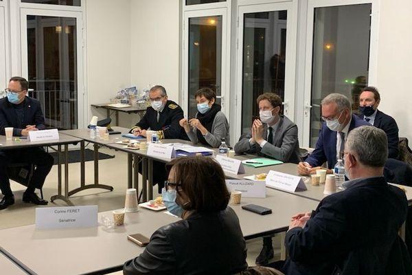 Une table ronde pour expliquer les plans français et européens face au Brexit qui s'oriente sérieusement vers un no deal