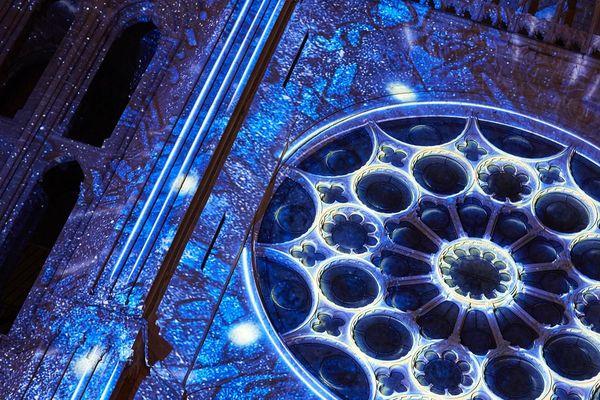 La rosace du portail sud  - Scénographie Spectaculaires, Allumeurs d'images.