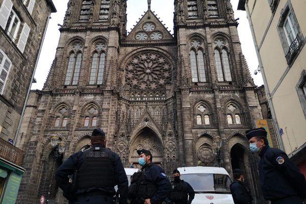 Les forces de police patrouillaient dans les rues de Clermont-Ferrand ce jeudi 29 octobre.