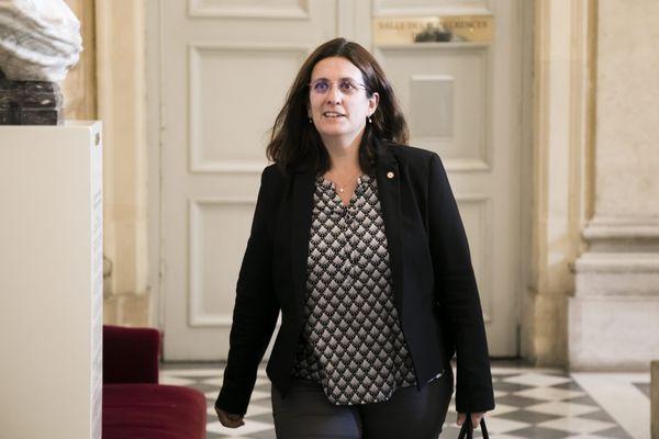 Perrine Goulet dans les couloirs de l'Assemblée nationale, en juin 2019.