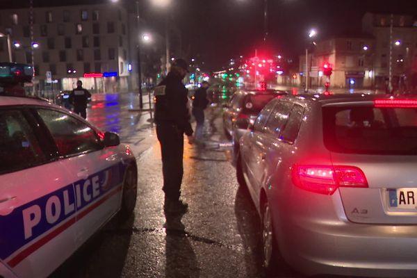 A Bordeaux, les contrôles se multiplient pour veiller au respect du couvre-feu.