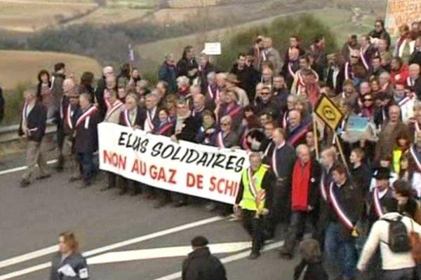 La manifestation de Villeneuve de Berg (07) en février 2011 : des milliers d'opposants.