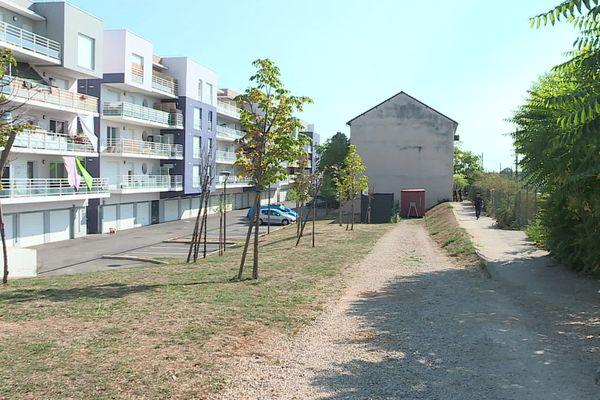 Une soixantaine de migrants occupait depuis septembre 2019 un immeuble désaffecté situé rue Becquerel à Dijon.