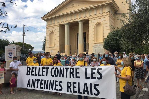 Des habitants de Saint-Roman de Bellet manifestent contre l'implantation d'une antenne-relais
