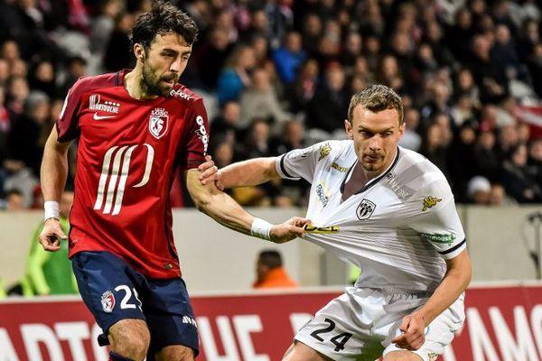 Lille et Angers se neutralisent au stade Pierre Mauroy (0-0), le 27 avril 2016.