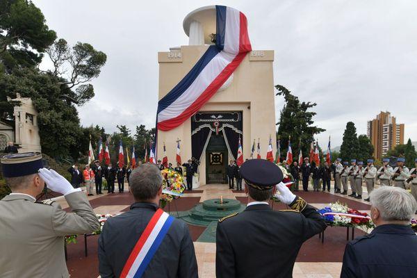11 novembre, hommage aux morts tombés pour la France, à la crypte militaire du cimetière de Saint-Pierre à Marseille.
