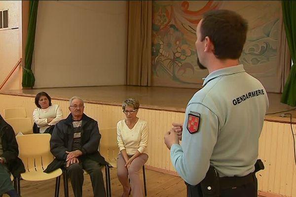 La gendarmerie de Charente-Maritime sensibilise la population aux arnaques sur internet