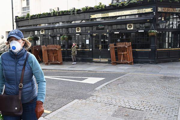 Pubs et restaurants fermés à Londres mais pas de confinement général de la population.