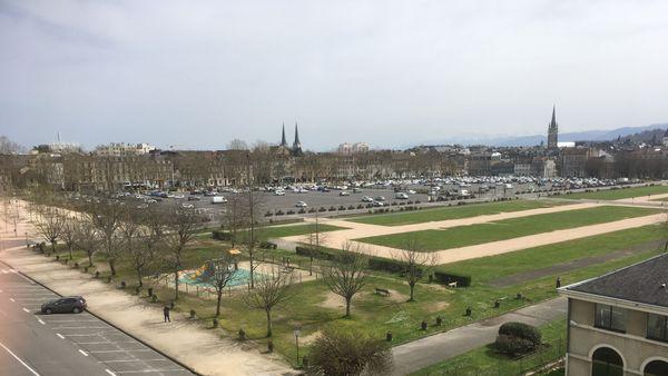la place Verdun à Pau, presque vide