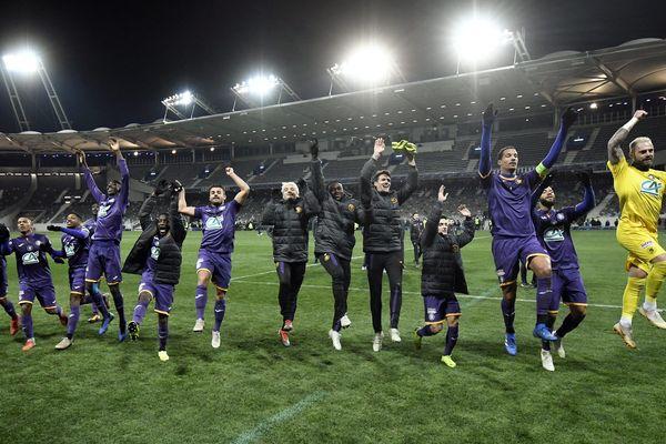 Sans Balotelli, en instance de départ, ni Saint-Maximin, blessé, ni Dante et Atal, suspendus, les hommes de Patrick Vieira ont craqué dans les cinq dernières minutes de la première période... Et fait la joie des Toulousains !