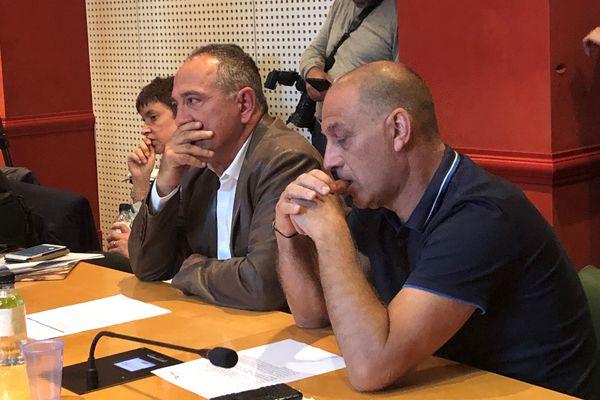 Les maires de Prunelli et Viggianello, Andre Rocchi et Joseph Pucci, communes qui accueillent les deux centres de stockage des déchets.