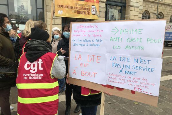 Rouen le 7 décembre : grève dans les écoles et manifestation devant l'hôtel de ville