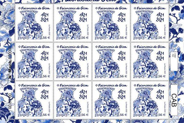 La planche de timbre représentant la Faïencerie de Gien.