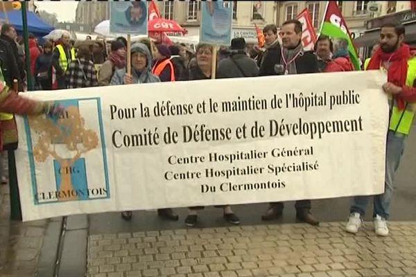 Samedi 17 mars, 250 personnes ont tenté de sauver une nouvelle fois la maternité de Clermont, dans l'Oise