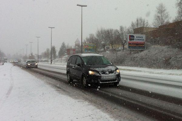 En raison des conditions de circulation rendues délicates par un nouvel épisode neigeux, le port d'équipements spéciaux est obligatoire sur la RN122 jusqu'au mercredi 14 février, 10 heures.