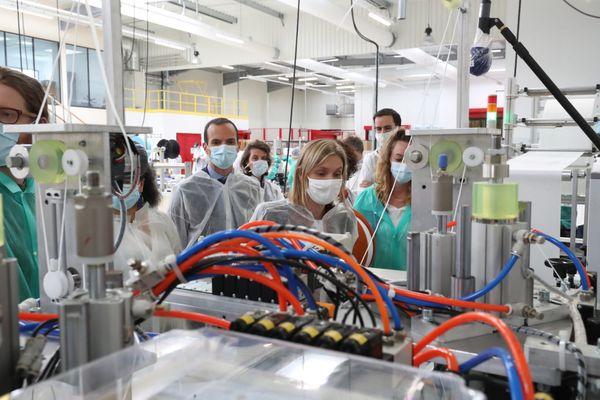 Agnes Pannier-Runacher secrétaire d'Etat auprès du ministre de l'économie en visite dans la société bio-serenity qui fabrique des masques sanitaires dans l'Aube.