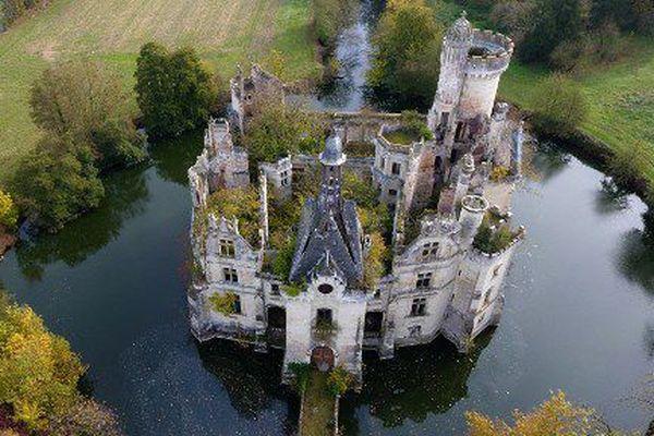 Le château de la Mothe-Chandeniers a désormais quelque 25 000 co-propriétaires dans le monde entier.
