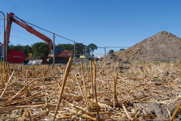 Situé sur une parcelle agricole, le chantier de sécurisation de la tête du puits de mine des Tertres à Hasnon, à 7km de Wallers-Arenberg. L'expertise de cette avaleresse est en cours.