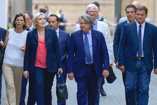 Paris - les 8 députés FN, dont 3 du Languedoc-Roussillon, en marche vers l'Assemblée nationale - 21 juin 2017.