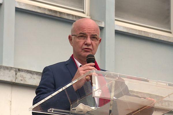 Le proviseur du lycée Louis Pergaud a pris la parole durant l'hommage.