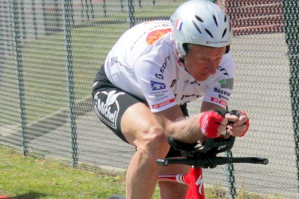 A défaut de pouvoir s'entraîner dans un vélodrome, Jean-Pierre Demenois a multiplié les séances sur l'anneau Louison Bobet de Cannes-La Bocca pour préparer sa tentative de record du monde de l'heure.