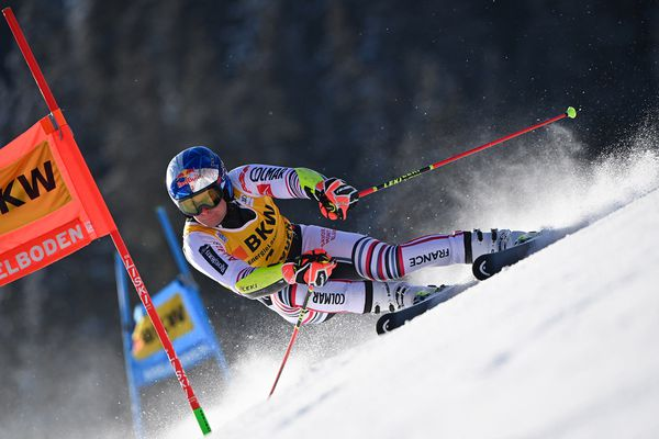 Le Français Alexis Pinturault participe à la première manche du slalom géant masculin lors de la Coupe du monde de ski alpin FIS, le 8 janvier 2021 à Adelboden.