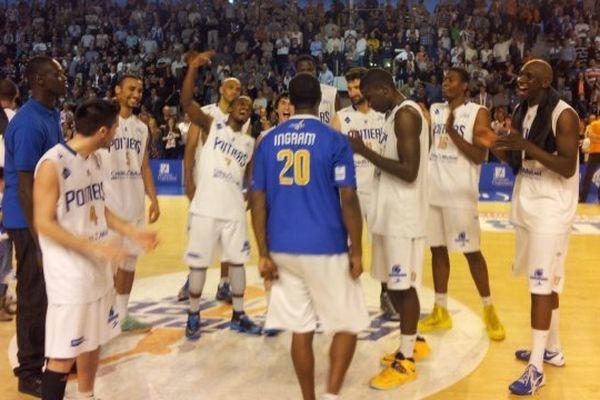 Les basketteurs du PB86 après leur victoire en demi-finale.